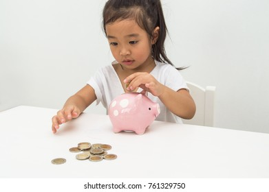 Parents are teaching children to save money.