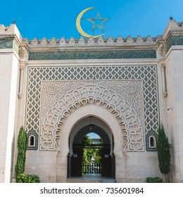 Paris, entry porch of the Grande Mosque, in the Quartier latin