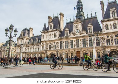 PARIS - FEBRUARY 3: The Hotel de Ville on February 3, 2013 in Paris, France. This building is housing the City of Paris's administration