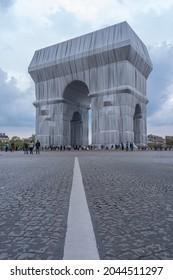 Paris, France - 09 19 2021: Place Charles de Gaulle. L'Arc de Triomphe, Wrapped