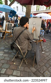 PARIS, FRANCE - 17th of September 2014: Public painter on Montmartre hill 17th of September 2014 in PARIS, FRANCE