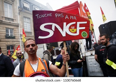 Paris, France, 29 May 2018. Hundreds of protesters have gathered to protest against the government project to change the status of the railroad workers.