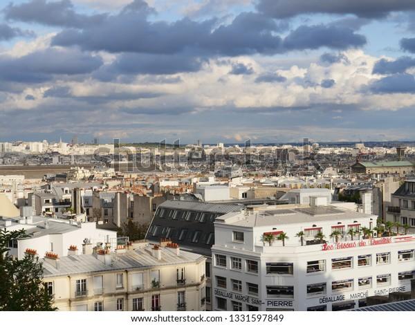 Med over 420 millioner brukere på Badoo, vil du kjapt finne noen i Paris-Orly Airport.