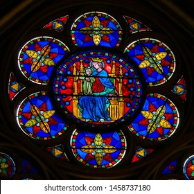 Paris, France - Februari 10, 2019: Stained Glass in the Cathedral of Notre Dame, Paris, France, of Madonna and Child