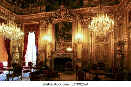 PARIS, FRANCE - JULY 03, 2006 : Exhibition Hall. Louvre Museum is the biggest museum in word with nearly 35,000 exhibits.
