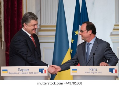 Paris, FRANCE - JUNE 22, 2016 : French President François Hollande shaking hands to the President of Ukraine Petro Porochenko after press conference about the crisis between Russia and Ukraine.