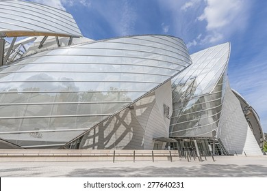 PARIS, FRANCE - MAI 12, 2015: The Louis Vuitton Foundation. The Fondation Louis Vuitton is an art museum and cultural center sponsored by the group LVMH.