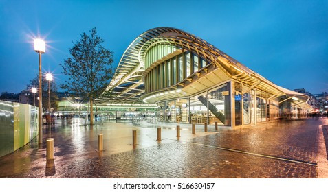 PARIS, FRANCE - NOVEMBER 15, 2016: The new canopy of Forum des Halles .Les Halles was Paris' central fresh food market and is a modern shopping mall now.