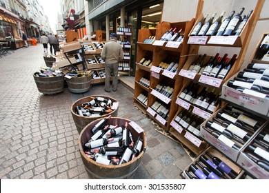 PARIS, FRANCE - OCT 12, 2014: wine shop in Paris, France.