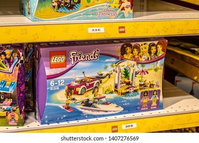 Lego Friends témájú képek, stockfotók és vektorképek