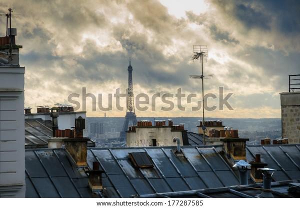 París. Francia. Techo de Montmartre. Vista de la Torre Eiffel.