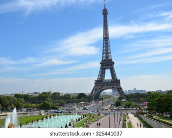 PARIS, FRANCE - SEPT 9, 2014: Eiffel Tower seen from fountain at Jardins du Trocadero