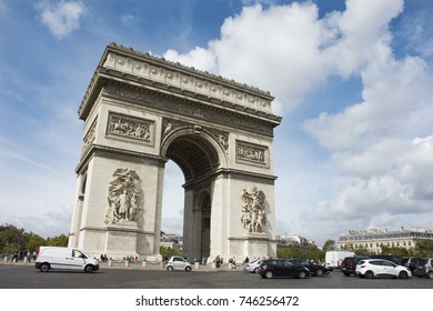 PARIS, FRANCE - SEPTEMBER 6 : French people and foreigner travlers walk visit Arc de triomphe de l'Etoile or Triumphal Arch of the Star at Place Charles de Gaulle on September 6, 2017 in Paris, France