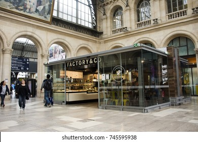 PARIS, FRANCE - SEPTEMBER 7 : French people and foreigner travlers buy and use service in coffee shop at Gare de Paris-Est or Paris Gare de l'est railway station on September 7, 2017 in Paris, France
