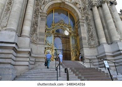 "Paris, France-06 29 2019: The Petit Palais (Small Palace) was built for the 1900 Exposition Universelle (""universal exhibition""), it now houses the City of Paris Museum of Fine Arts."