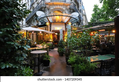 Paris, France-May 19 , 2019 : The famous cafe La Closerie des Lilas was where the intelligentsia hung out, Hemingway used to write here, the poet Baudelaire…..