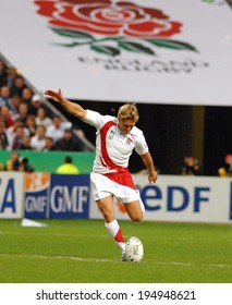 PARIS, FRANCE-OCTOBER 21, 2007:  england rugby player Jonny Wilkinson, kicks the ball during the final of the final England vs South Africa, of the Rugby World Cup, France 2007, in Paris