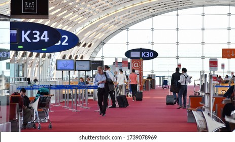PARIS - JUN 18: Travelers queue at a departure gate at Charles de Gaulle Airport on Jun 18, 2015 in Paris, France. In 2014 Frances largest airport handled 64 million passengers and 498,000 aircrafts.