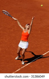 PARIS - JUNE 1: Agnieszka Radwanska of Poland serves at French Open, Roland Garros on June 1, 2009 in Paris, France.