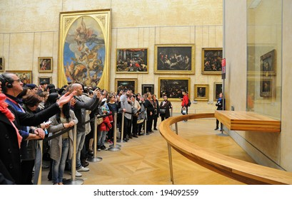 PARIS - MAR 1: People waiting on queue to see the Mona Lisa painting at the Louvre Museum (Musee du Louvre) on March 1, 2014 in Paris, France.