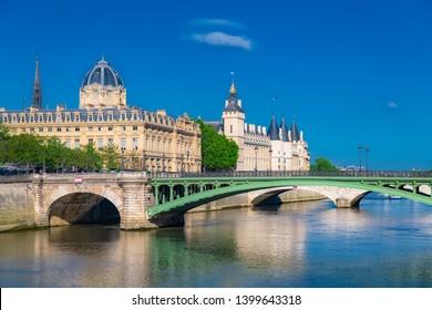 Paris, the Notre-Dame bridge, the Conciergerie on the ile de la Cité, with the Sainte-Chapelle in background