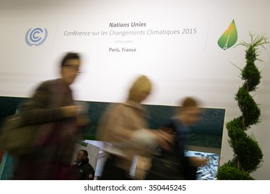 PARIS - NOVEMBER 29: Delegates enter the main hall of the COP21 United Nations climate summit in Paris, France, November 29, 2015.