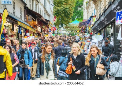 PARIS - OCTOBER 12: Rue de Steinkerque on Montmartre hill crowded with tourists on October 12, 2014 in Paris. It is 130 m high hill in the north of Paris and gives its name to the surrounding district