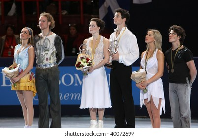 PARIS - OCTOBER 17: Winners of medals in ice dance during the ceremony of the ISU Grand Prix Eric Bompard Trophy on October 17, 2009 at Palais-Omnisports de Bercy, Paris, France.