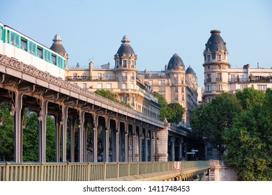 Métro Paris on Pont de Bir-Hakeim