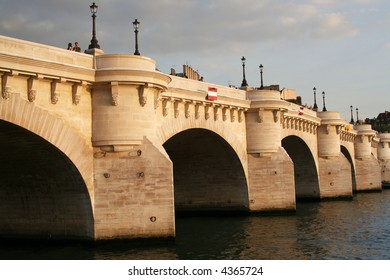 Paris: Pont neuf in the sunset light