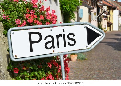 Paris sign on the street