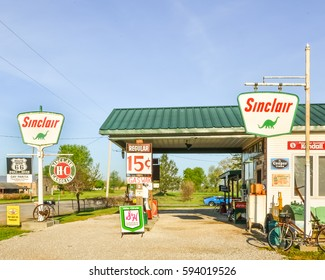 PARIS SPRINGS, MO/USA - MAY 7, 2013: Gay Parita Sinclair gas station, a Route 66 legend. Owner: Gary Turner. Vintage Sinclair, Penzoil, S&H Green Stamps signs, and a Ford Mustang in the background.