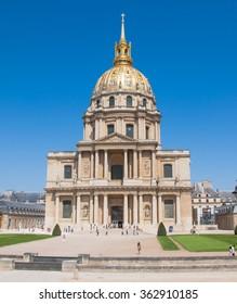Paris-August 16: Chapel of Saint-Louis-des-Invalides, tourists go sightseeing on August 16, 2009 in Paris, France.