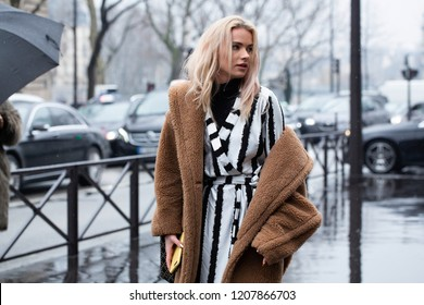 PARIS,France-MARCH 2, 2018:Street Style meanwhile Paris fashion week. Ready to wear.