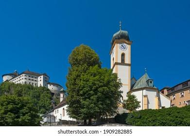 Parish Church of St. Vitus, Kufstein fortress behind, Kufstein District, Tyrol, Austria