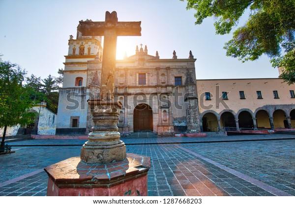 Parroquia de San Juan Bautista en la plaza Hidalgo de Coyoacán