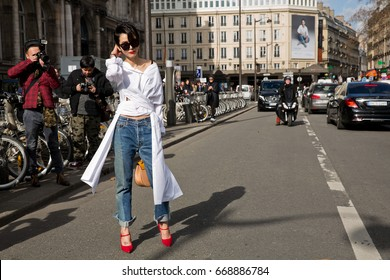 PARIS-MARCH 4, 2015. Street style during Paris fashion week, REady to wear.
