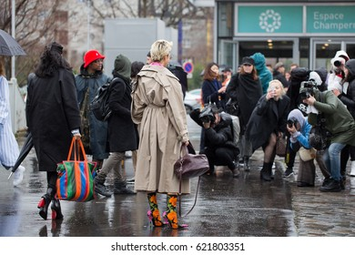 PARIS-MARCH 5, 2017 Street style during Paris fashion week. Ready to wear FW17.