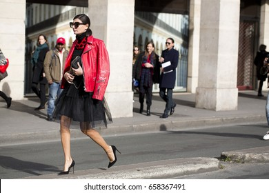 PARIS-MARCH 9, 2015. Street style during Paris fashion week. Ready to wear