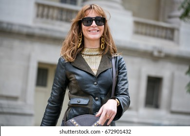 PARIS-OCTOBER 1, 2016. Ece Sukan is going to a fashion show. Paris fashion week, street style.