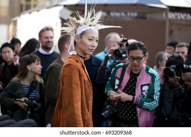 PARIS-OCTOBER 1, 2016. Top model during Paris fashion week. Street style fashion.
