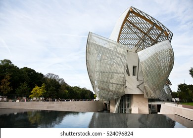 PARIS-OCTOBER 7, 2015. Foundation LOUIS VUITTON. Vuitton fashion show, Ready to wear. Paris fashion week