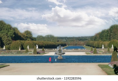 Paris's Fontainebleau garden's pools of water and fountain
