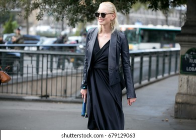 PARIS-SEPTEMBER 28, 2016. Top model during Paris fashion week. Street style fashion.