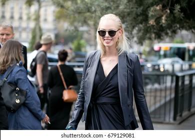PARIS-SEPTEMBER 28, 2016. Top model during Paris fashion week. Street style fashion.