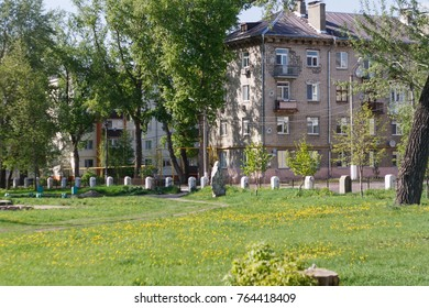 Park, buildings in the background
