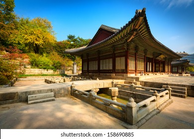 Park of Changgyeonggung Palace, Seoul, South Korea. Originally the Summer Palace of the Goryeo Emperor, it later became one of the Five Grand Palaces of the Joseon Dynasty