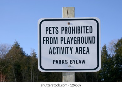 A park sign for prohibited the pets
