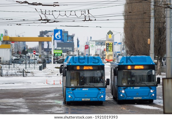 parking-city-buses-trolleybus-wires-600w