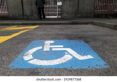 Parking for the handicapped in the city